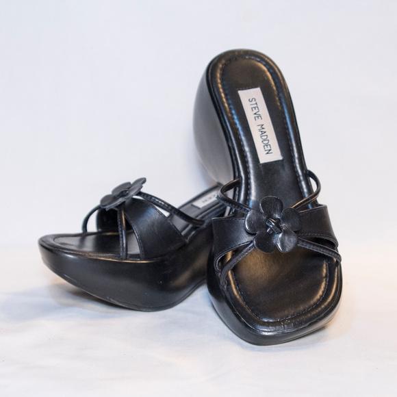 aedf42650e8a Classic 90s Steve Madden platform wedge sandals. M 5ab9d066077b97949aa2d8c4